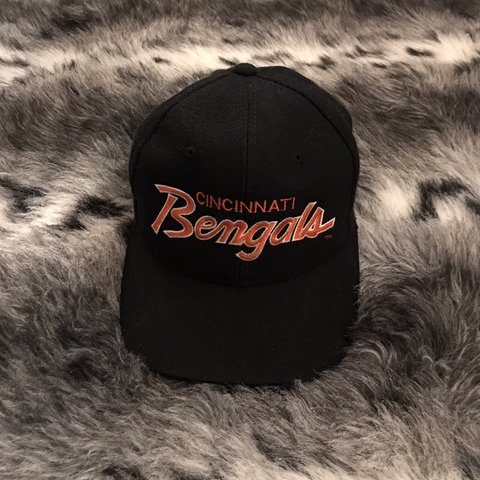 95bb75a6cbfbcd @trendsythrift. 8 months ago. Greenwood, United States. Vintage Cincinnati  Bengals Sports Specialties Script snapback