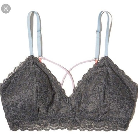 72589db55db29b Hollister Gilly Hicks grey triangle bralette with removable - Depop