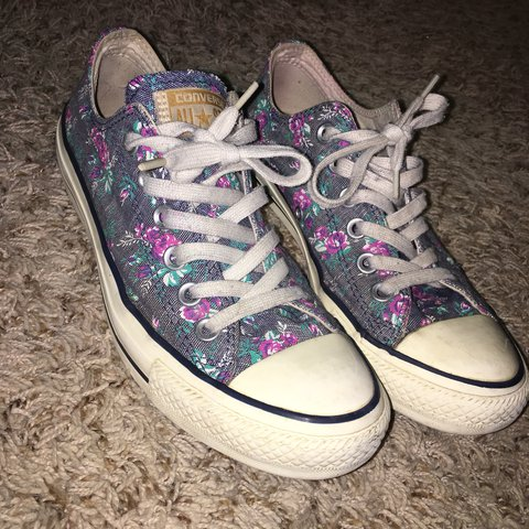 AH SO CUTE!!! Little flower detail converse!! They are brand - Depop 6c2d85cd2
