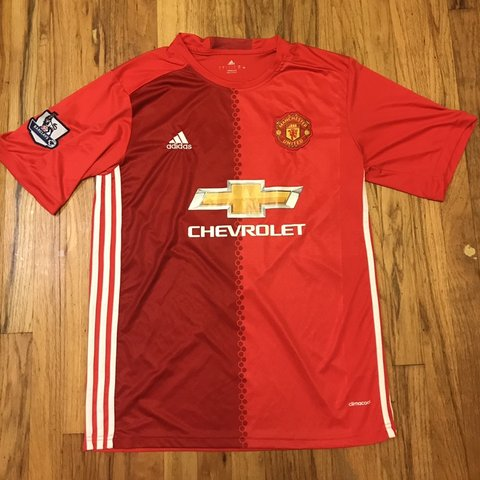 1504a8db1 Adidas Manchester united soccer football jersey Great on L - Depop