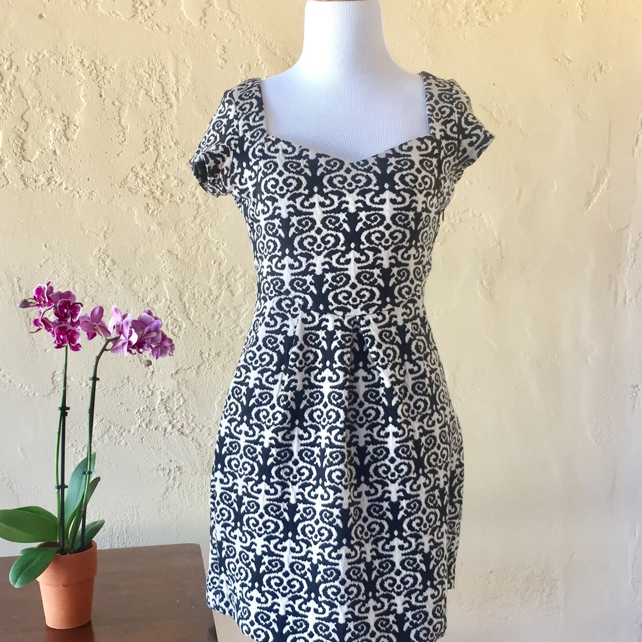 cbabe08b320e9 anthropologie lightly loved dress from Deletta. Size Petite - Depop