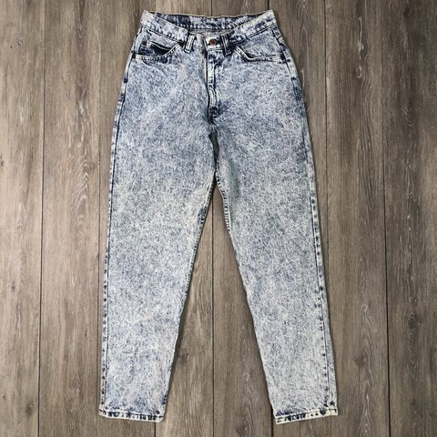 b8993e45 90s vintage acid wash mid rise denim jeans. Super nice acid - Depop