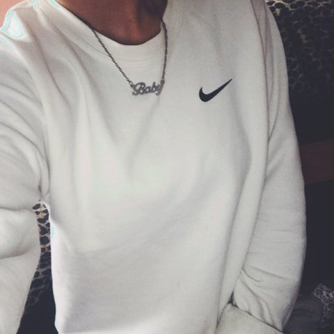 596809582ca1 Lush white nike jumper in good condition Size M Fits 8