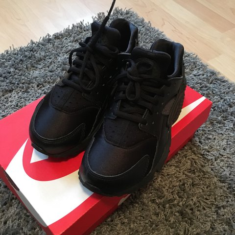 b9888ab42418 NIKE AIR HUARACHES TRIPLE BLACK RUN TRAINERS SIZE 3