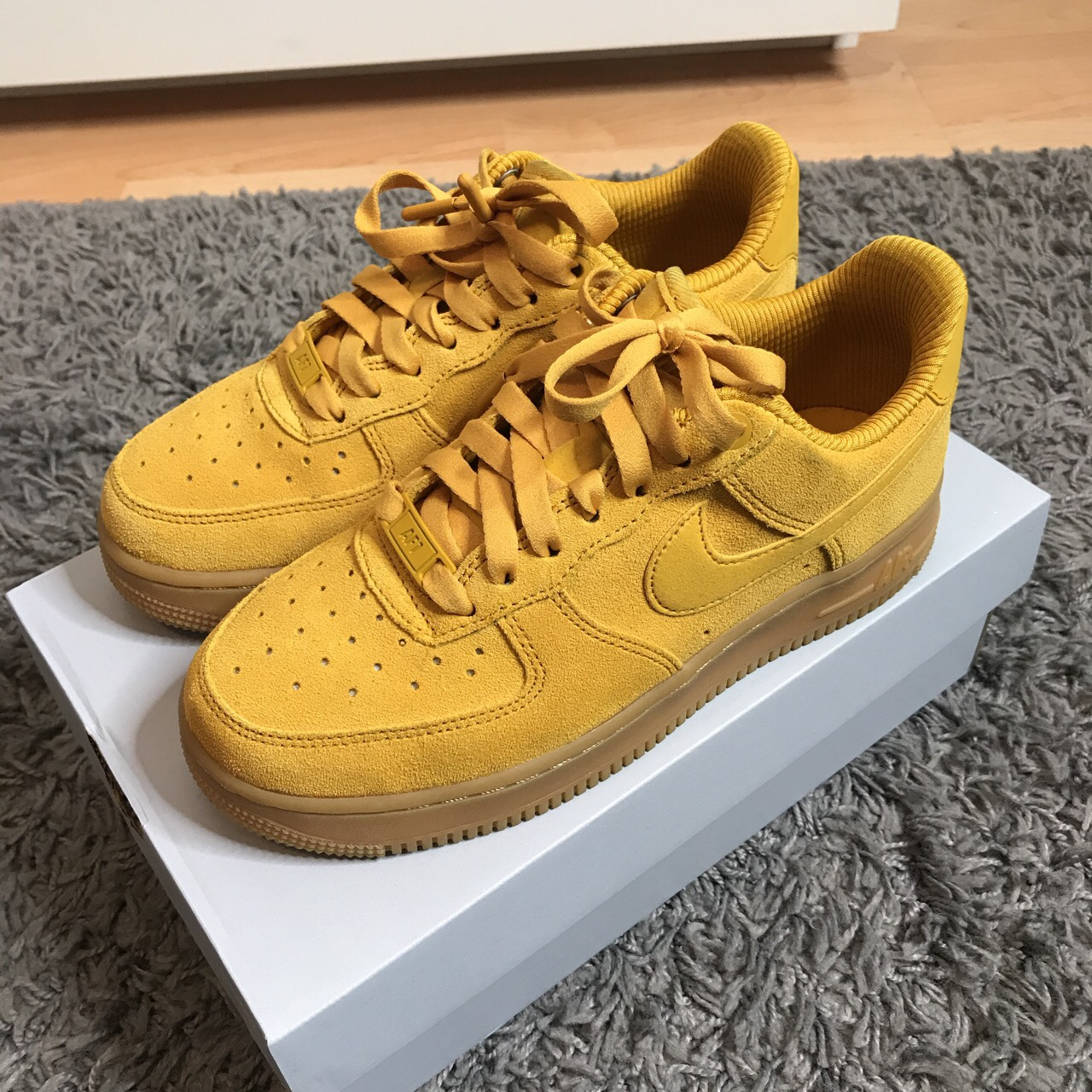 YELLOW SUEDE NIKE AIR FORCE 1 LOW