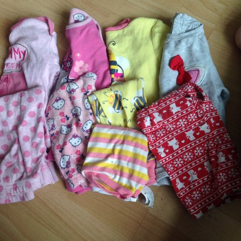 d4123dc454dc 4 pairs of toddler pjs size 9-12 months - they include hello - Depop