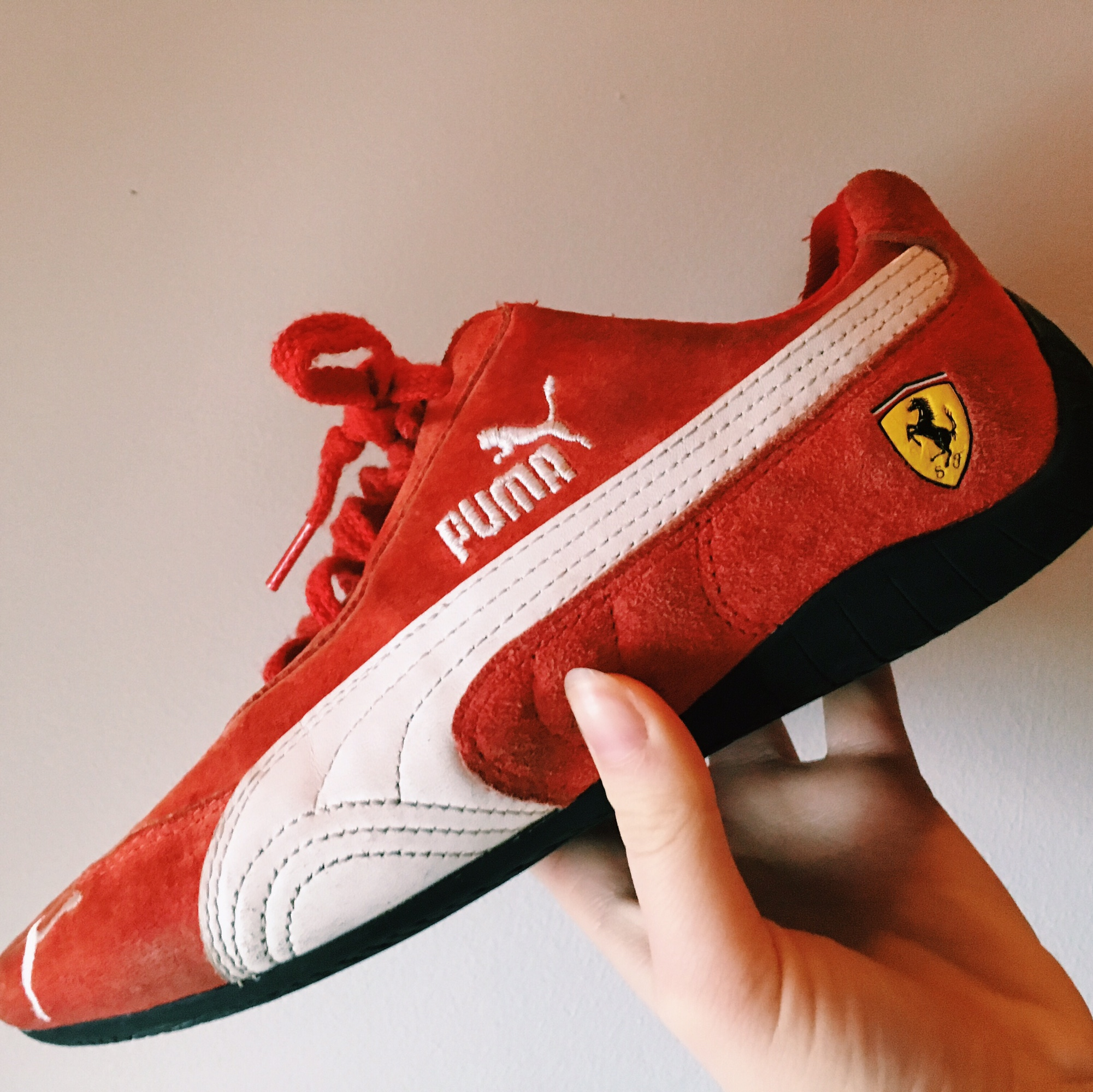 outlet store a6c25 77b73 AUTHENTIC 90s PUMA X FERRARI CORAL N WHITE SUEDE...