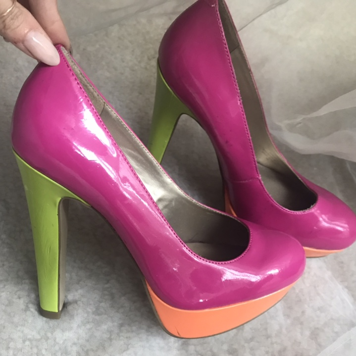 ced4bd7029b Amazing patent leather color block pumps by Guess. A... - Depop