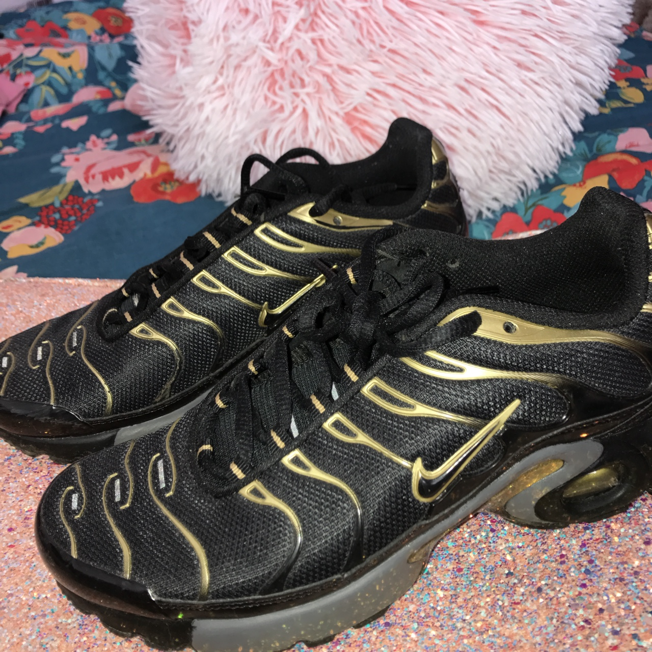 Black and Gold Nike Tns. In very good