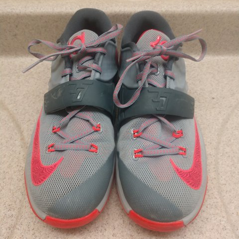 39d1c585fc83 Kd 7 calm before the storm in good condition for a good good - Depop