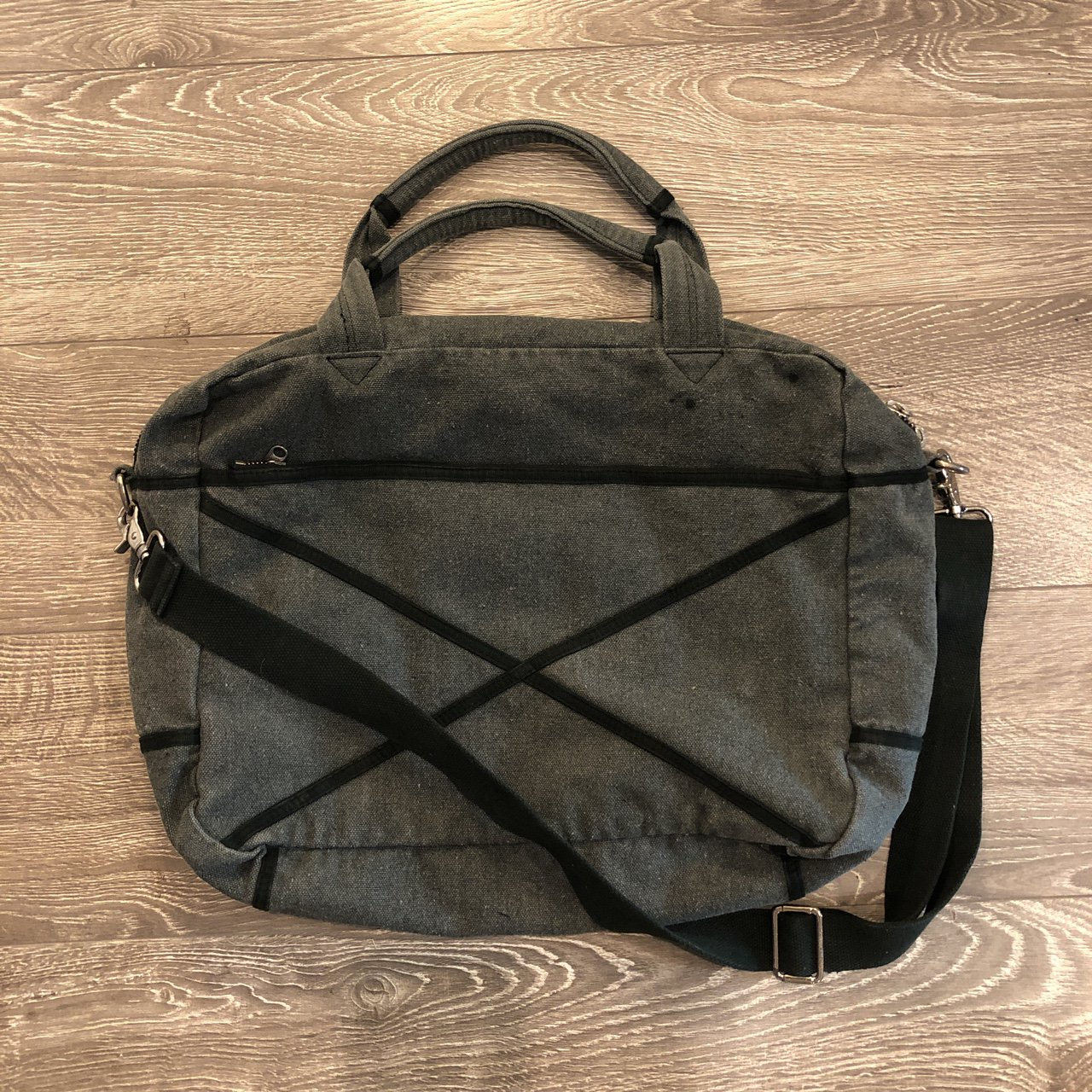 SURFACE TO AIR MESSENGER BAG - Depop b72bf273a0228