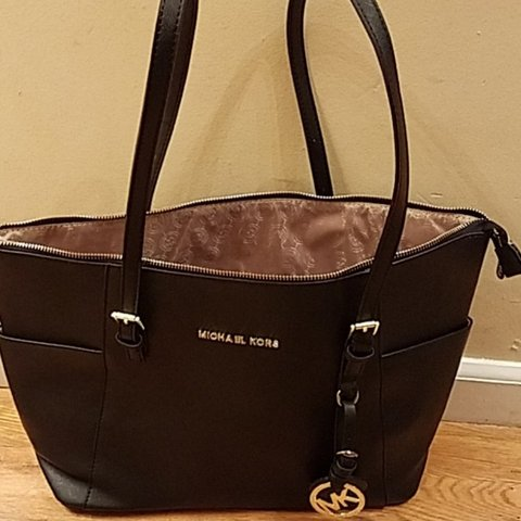 6b4fe6d300ad @style_a_la_mode. 14 days ago. Elizabeth, Union County, United States. Michael  Kors Tote Used good condition