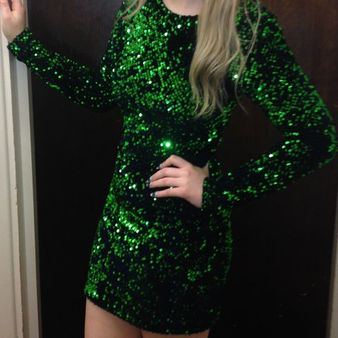 7f8138b5946ee @costas101. 2 years ago. Purfleet, United Kingdom. Stunning motel rocks  green sequin dress!