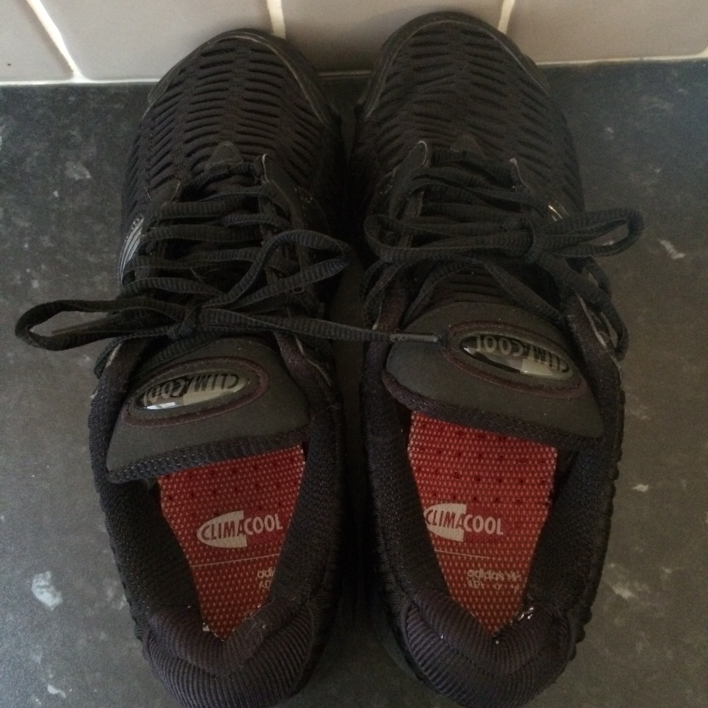 adidas climacool in triple black uk size 8 worn but Depop