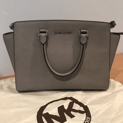 2d9df17da129 Michael KORS Gray Bag. This bag has never been used