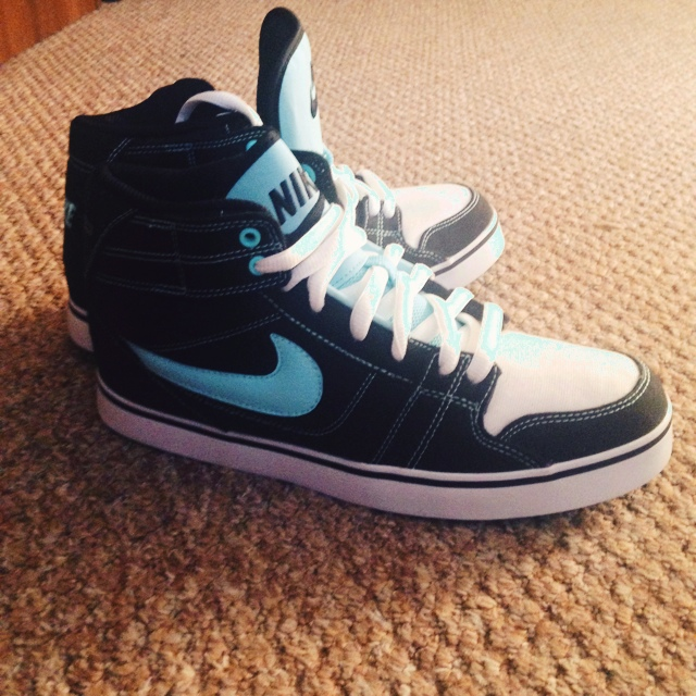 Nike ankle high trainers. UK size 6