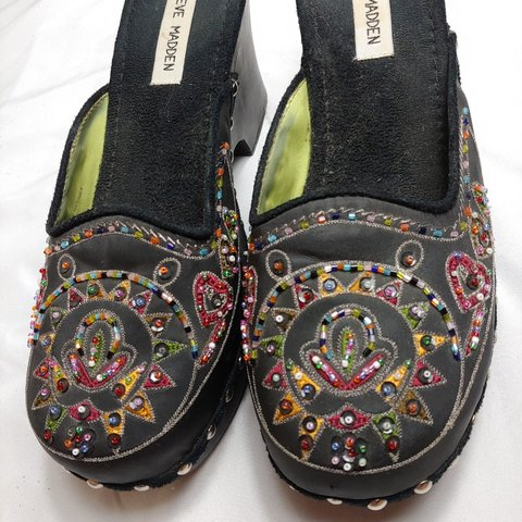 b2fc3b2bd18 Beautiful vintage Steve Madden clogs They have embroidery a - Depop