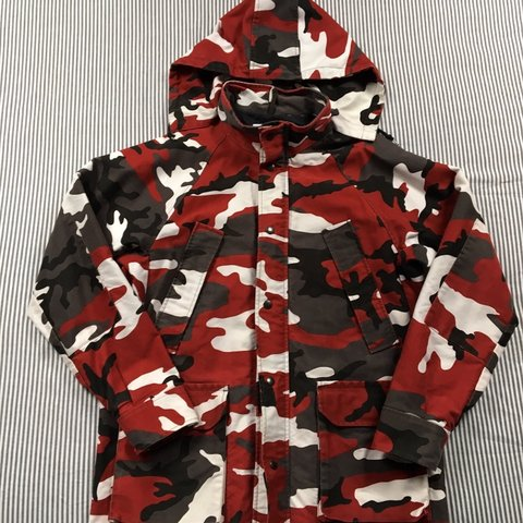 515a381fff5f Supreme red camo field jacket size large has been worn a lot - Depop