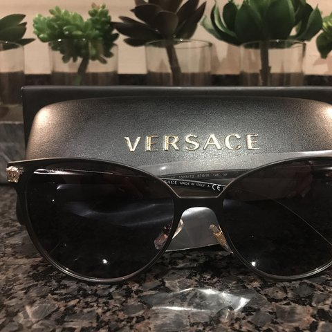50a8b3beeda5 @chelsieandtingsss. last year. Atlanta, GA, USA. Brand New 100% Authentic  women's Versace polarized sunglasses.