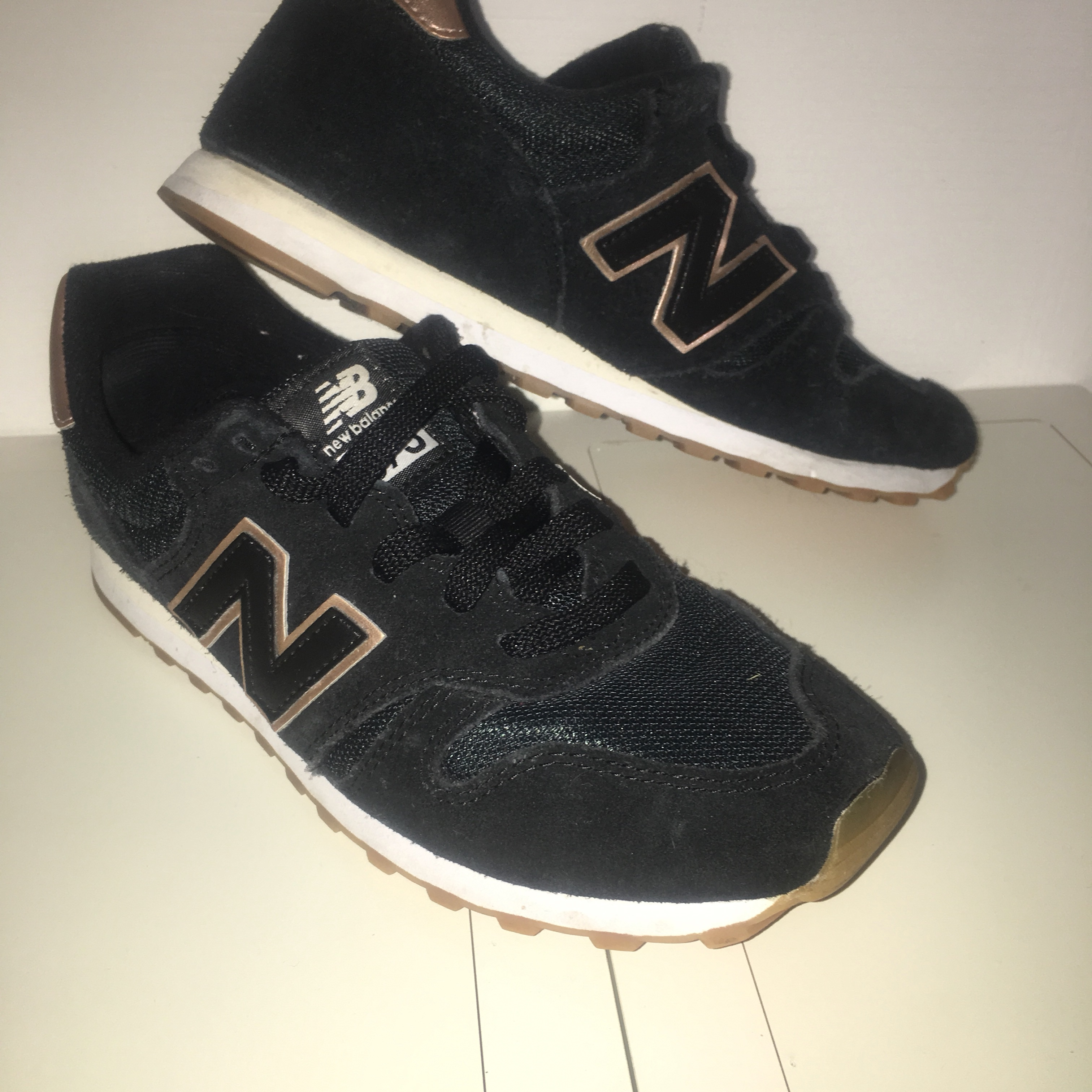 black and rose gold new balance 373 's