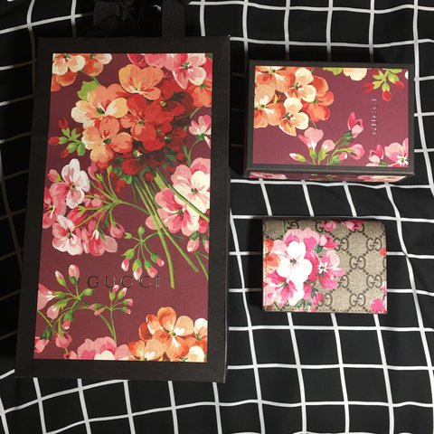 15a716e771 100% AUTHENTIC GUCCI WALLET BLOOMS COLLECTION PURCHASED
