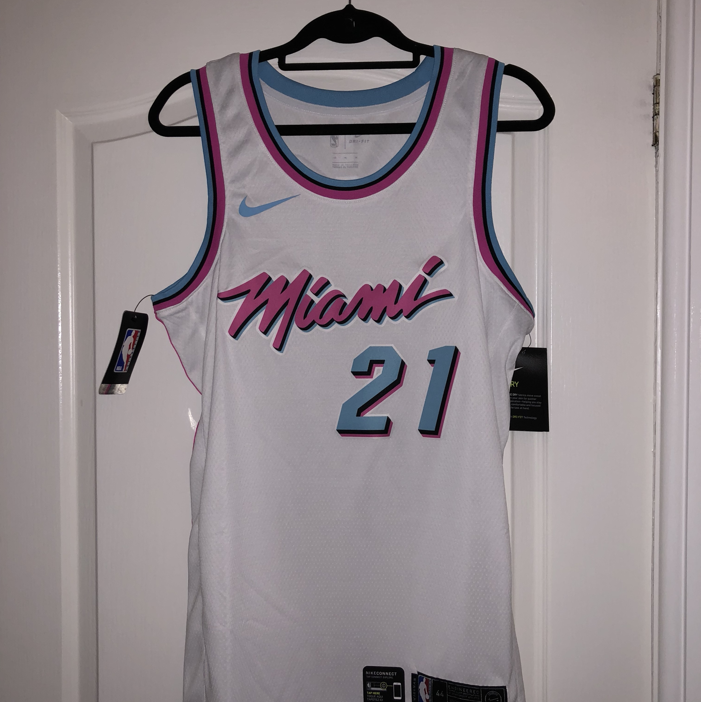 new concept 38584 1d85f Nike NBA Basketball Miami Heat Vice...