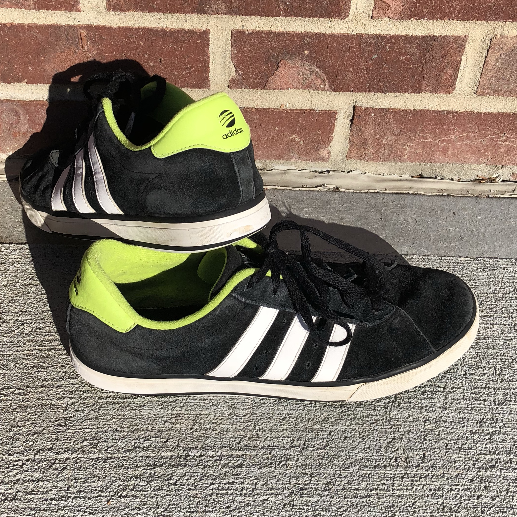 adidas neo welches material