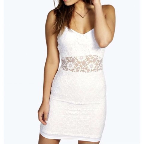 e4601e99b1f White Lace Bodycon Dress Size 6 petite. Only been worn once - Depop