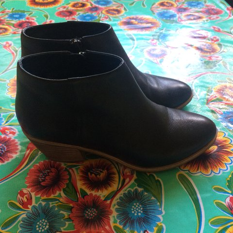 Wittner Black ankle boots. Size 35