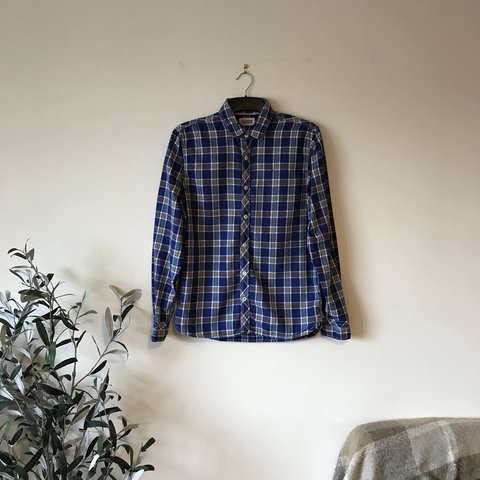 6f3de54b @r1cee. 6 months ago. Birmingham, United Kingdom. Tommy Hilfiger blue check  oxford shirt, size men's medium.