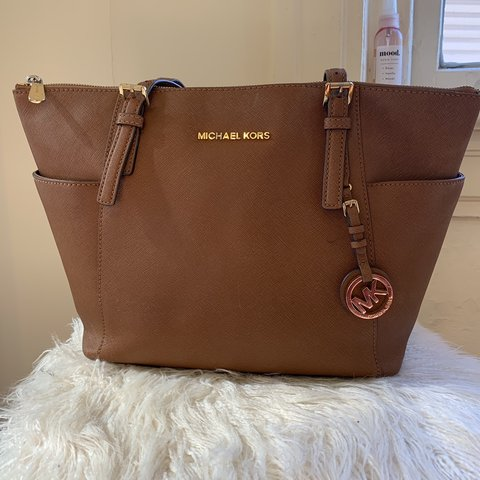 0dc775b8a51c @allynikka. 2 months ago. Norfolk, United States. Michael Kors purse. In used  condition. Leather ...