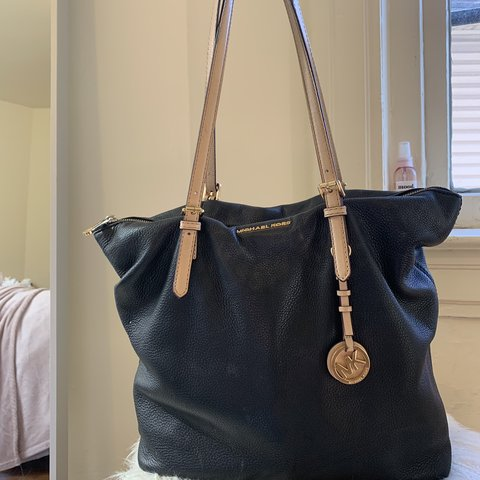 bd9b855590e9 @allynikka. 3 months ago. United States. Michael Kors purse. In used  condition. Leather ...