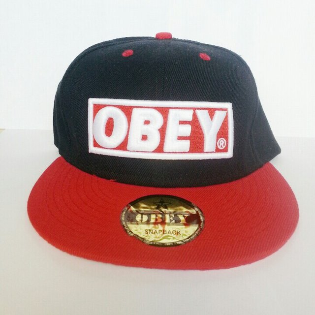 cappellino obey