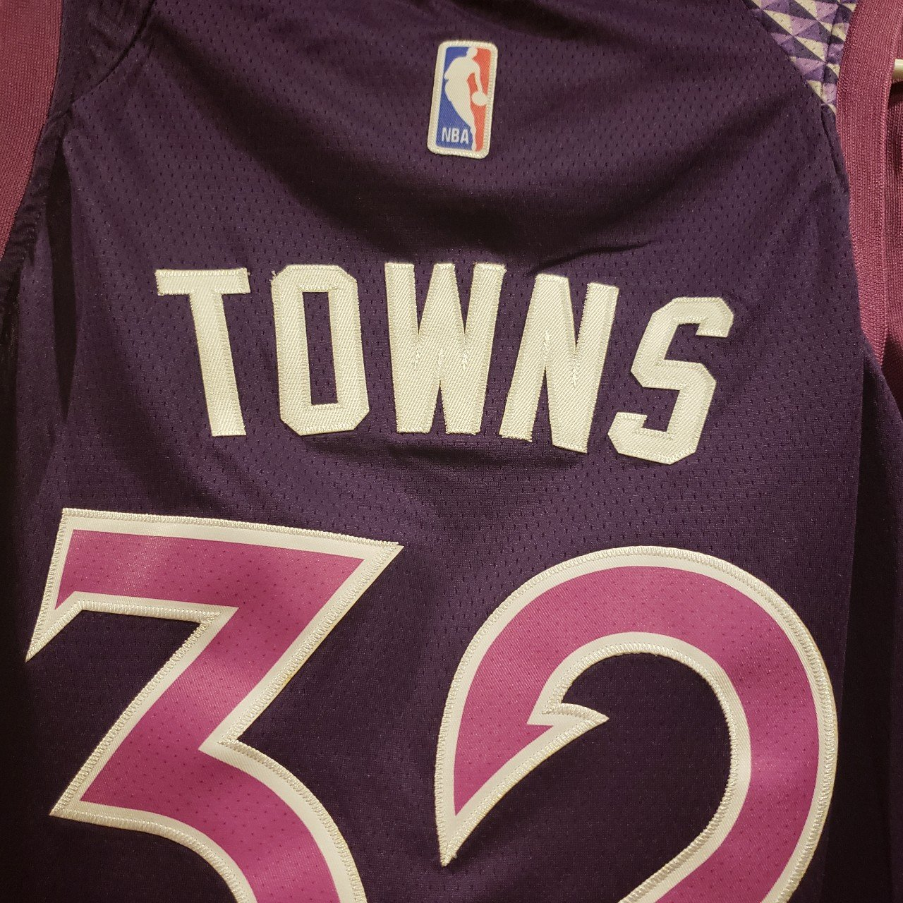 KAT Karl Anthony Towns     Brand new jersey.