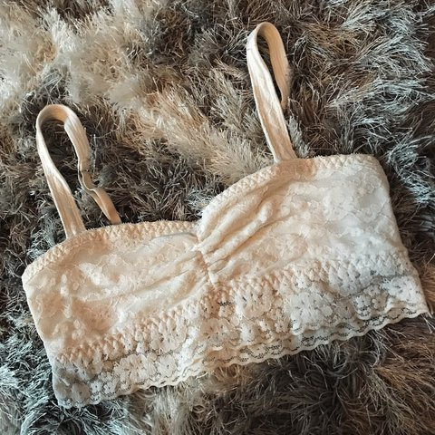 e48fc914f2a8f Hollister Gilly Hicks white bralette. No wiring and super to - Depop