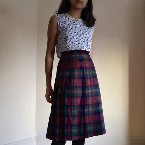 1326e0996ddb @suseela. 4 months ago. Manchester, United Kingdom. Gorgeous vintage tartan  wool pleated midi skirt ...