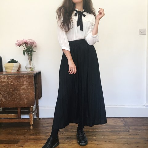 052ec9da337 Gorgeous floaty black witchy skirt. High waisted with full - - Depop