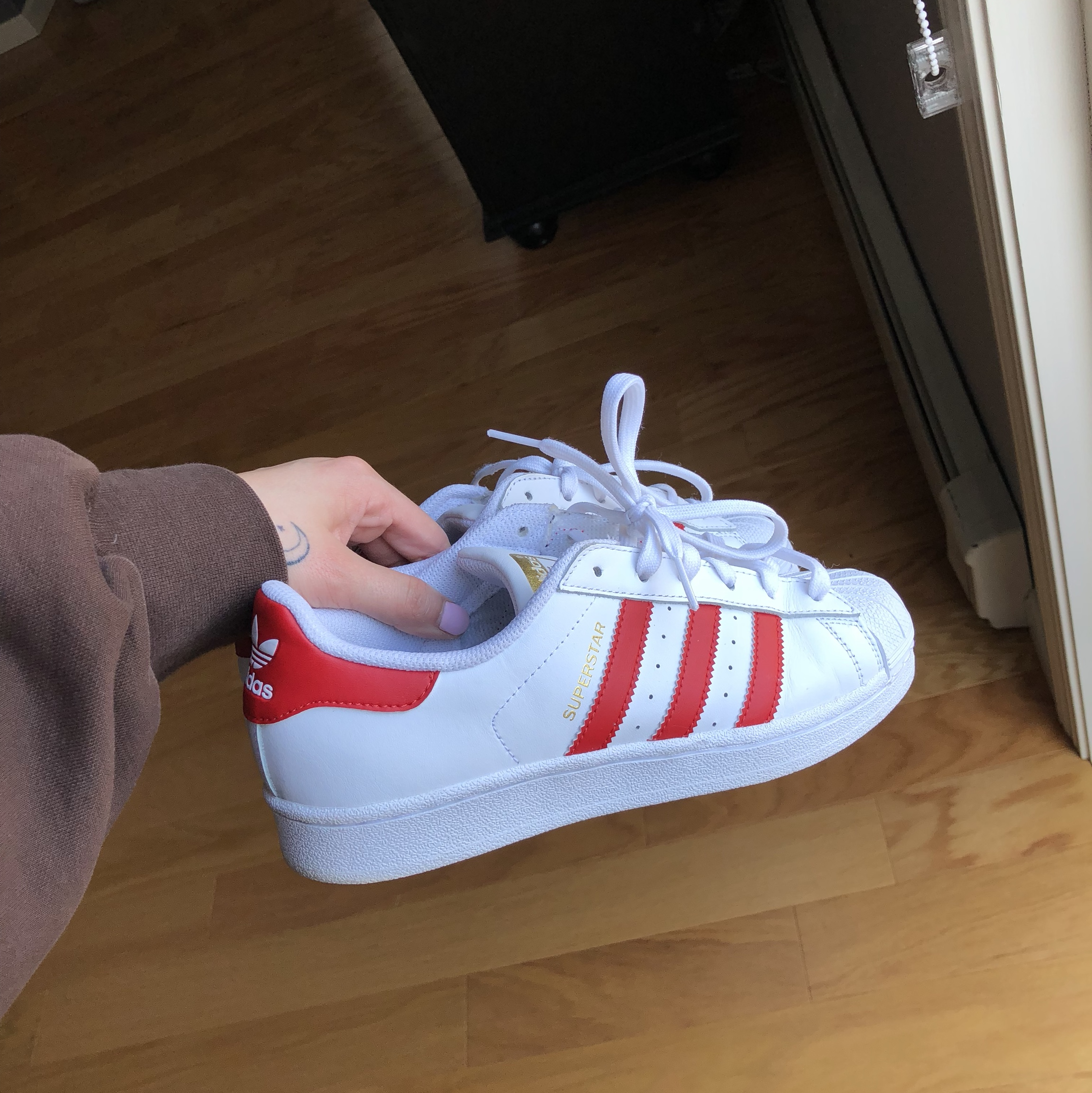 Adidas Shell toe/ superstar in the