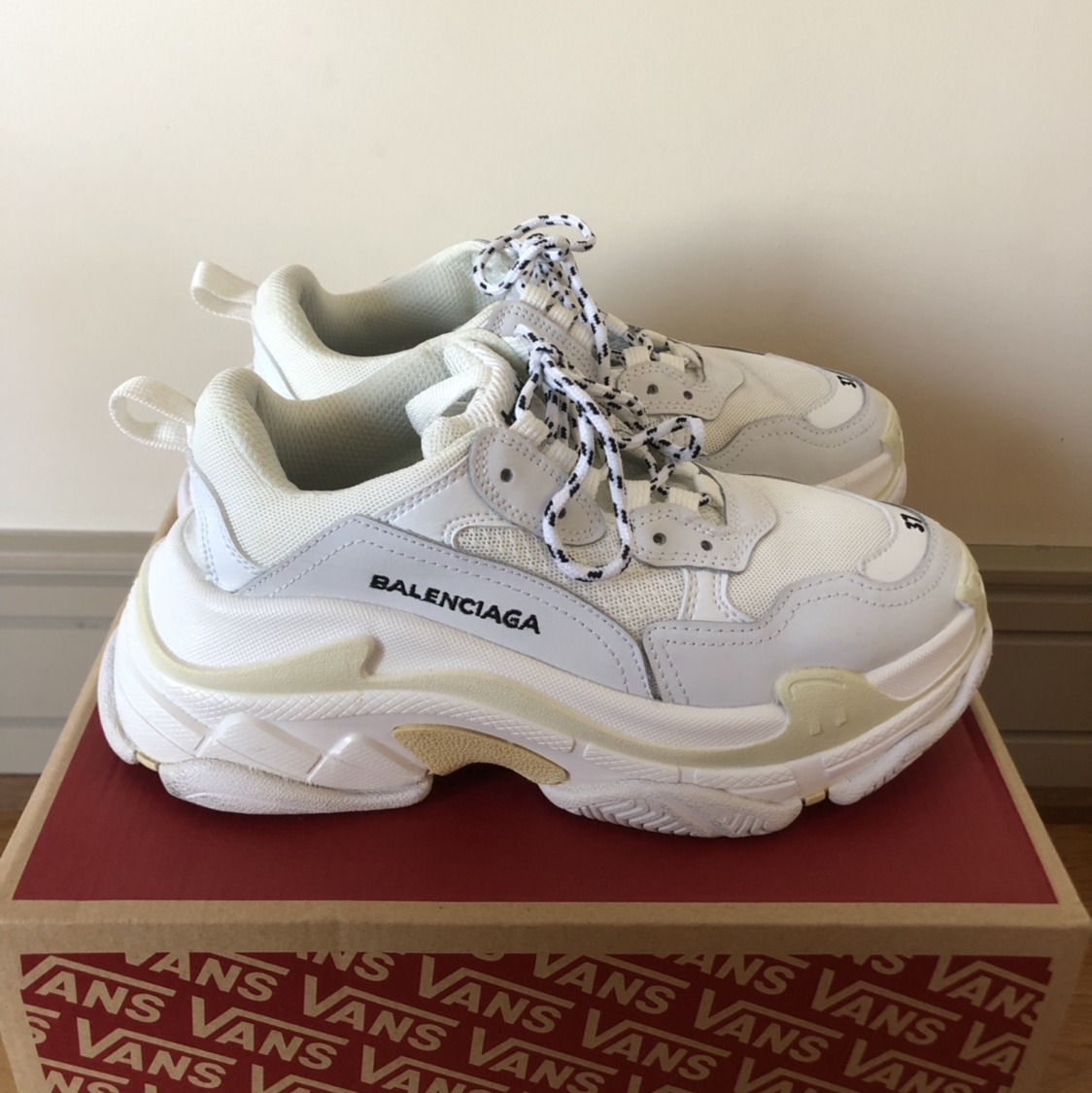 how to tell if balenciaga triple s are fake