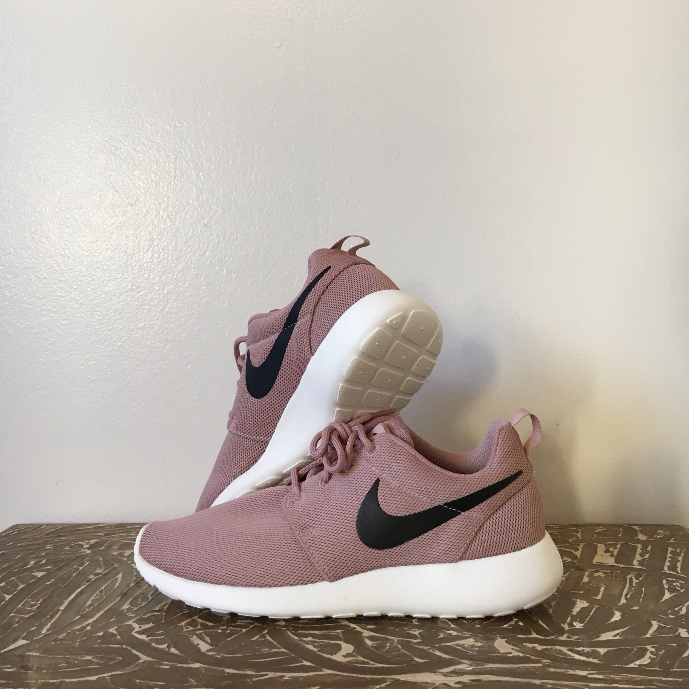 Nike Roshe One Women's Size: 7.5 Particle Depop