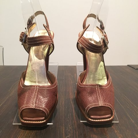 7b5c9aa67d @styleseekers_thrift. 3 days ago. New York, United States. PRADA OPEN TOE BLOCK  HEEL SLIGHT PLATFORM BROWN LEATHER SIZE 37