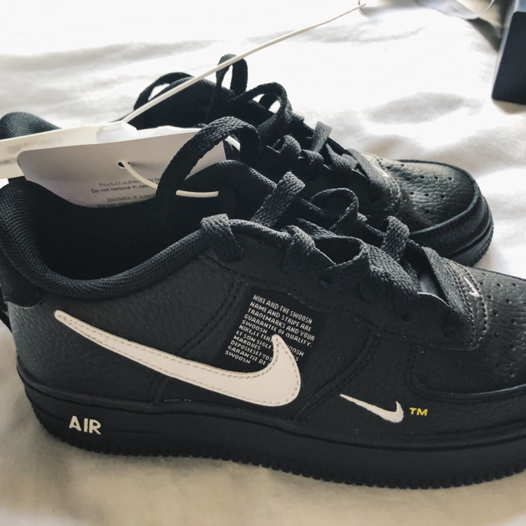 Nike Air Force 1 LV8 LIMITED EDITION