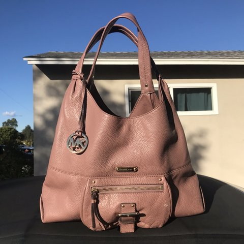 ec453cf295e8 🌷 Michael Kors Slouchy Shoulder Bag 🌷 Super beautiful by a - Depop