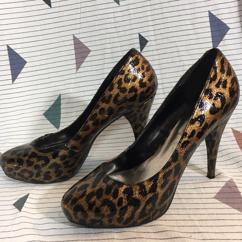 2729075b43a beautiful Steve Madden leopard print heels! There are some - Depop