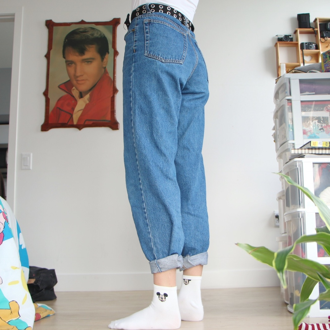 Holddd High waisted 90s aesthetic mom jeans. , Depop