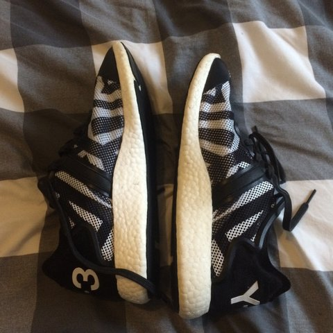 f0b09e319fa00 Adidas boost y3 y-3 trainers sneakers size UK 9 - comes with - Depop