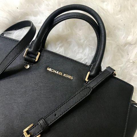 6491162551f700 @belcarnley. 10 months ago. Leeds, United Kingdom. GENUINE MICHAEL KORS  SELMA LEATHER SATCHEL BAG Condition: used but excellent ...