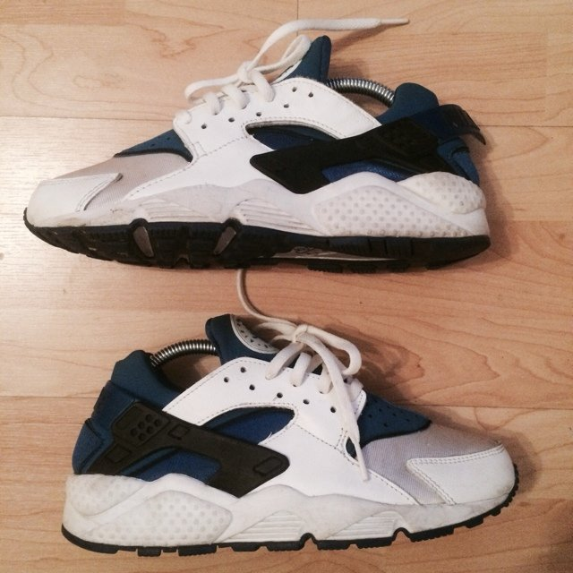 3a0e1224890a7 Used with OG box in good condition Nike Air Huarache. Year - Depop