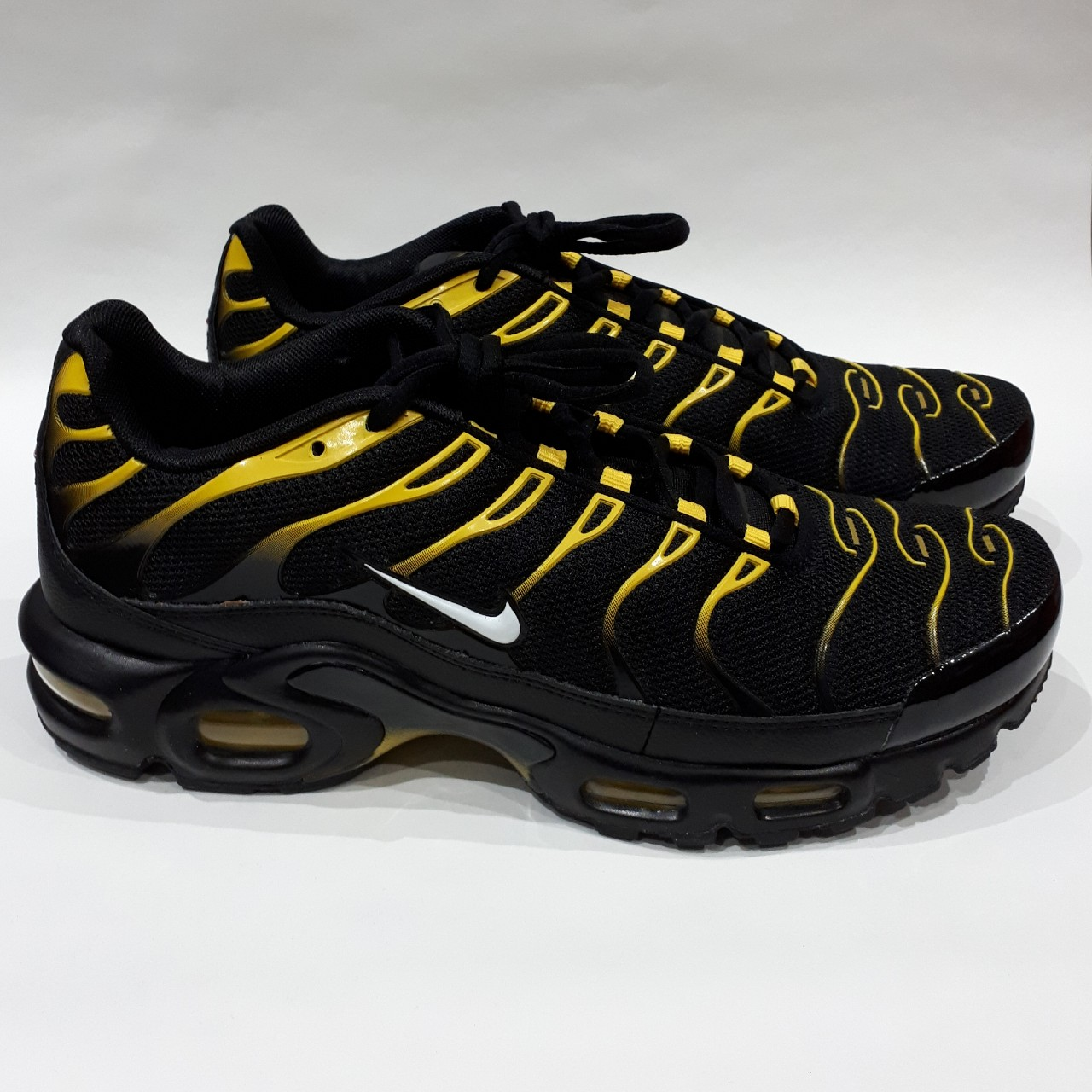 NIKE AIR MAX PLUS BLACKWHITE VIVID SULFUR SIZE Depop