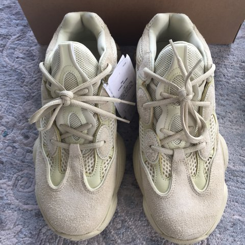 88ab69b3cbe4c YEEZY 500 YELLOW MOON - SIZE 8.5 UK  9 U.S Picked up from - Depop